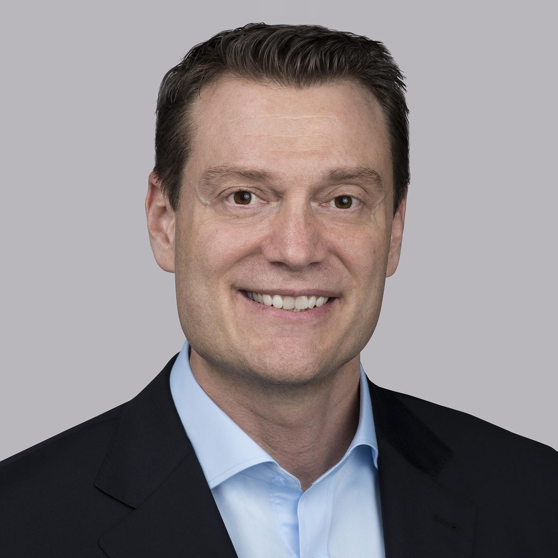 Joshua Fennigは、Essex Furukawa Magnet Wire Europeの社長であり、同社のアジア太平洋部門の副社長を2年間務めた後、2019年初頭にこの役職に就任しました。彼は、勤続年数が20年を超えるリーダーの1人です。さまざまな役割を経験しており、その成果が評価され数年おきの昇進を積み重ねてきました。また、非効率なプロセスの見直しや、イノベーション、セールス、グローバル規模での成長を促進できるスキルを示してきており、米国、ポルトガル、中国、ドイツの拠点でさまざまな役割を担ってきています。トライン大学(Trine University、旧Tri-State University)では理学士号を取得しています。