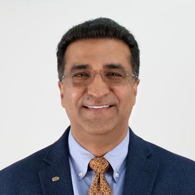 Baber Inayatは、Essex Furukawa Magnet Wire North Americaの社長であり、北米および非自動車市場におけるすべてのマグネットワイヤ事業を担当しています。過去15年にわたり、Essexでますます重要となるこの責務に就いており、最近では、電気自動車メーカー向けのカスタムマグネットワイヤソリューションを開発するEssex Magnet Wire自動車事業部を構築し、指導しました。この役職の前には、Technology & Customer Careのグローバル部門長として、Essex Magnet Wireの研究開発部門を主導しました。マグネットワイヤ絶縁システムやマグネットワイヤ製造プロセスに関する多くの特許を所有しています。ドレクセル大学(Drexel University)の電気工学の学士号と経営工学の修士号に加え、ペンシルベニア大学ウォートン校(Wharton Business School)の管理者教育プログラム(C.P.D)を取得しています。