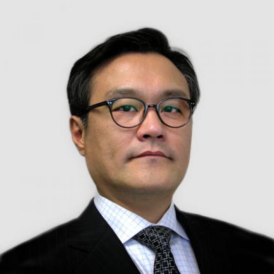 ブライアン・キムはSuperior Essexの最高経営責任者であり、2015年5月からこの役職に就いています。キムは、在職中に、自動車戦略事業部の設立、Essex Malaysiaの設立、高電圧巻線合弁事業の立ち上げ、MagForceX Innovation Centerの開設およびセルビアのマグネットワイヤ施設の建設を監督しています。弊社でのこの役職の前は、LG Hausys Americaの社長、韓国ソウルのA.T. Kearnyの社長を歴任しました。延世大学校(Yonsei University)では応用統計学の学士号、ミシガン大学(University of Michigan)ではEMBA(Executive MBA)を取得しました。