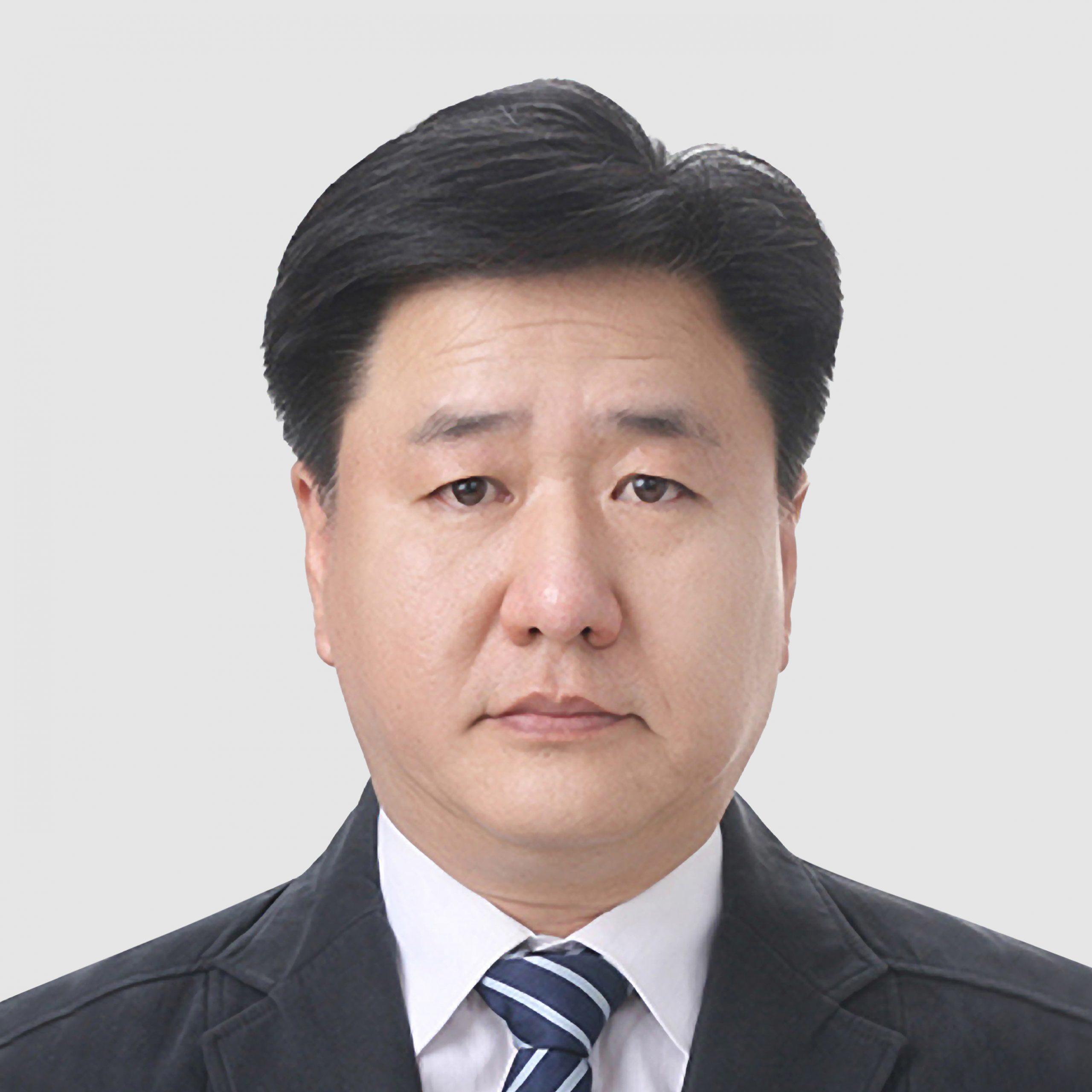Joonhee (Albert) Lee は、エセックス古河マグネットワイヤ中国のマネージング ディレクターであり、特にトラクション モーターに重点を置いた自動車産業に重点を置いています。エセックス古河合弁会社完成後に異動となった役職です。これに先立ち、Lee は Essex Magnet Wire の技術担当エグゼクティブ ディレクターを 4 年間務め、過去四半世紀にわたり、自動車産業に焦点を当てた新技術の開発に携わってきました。彼は、モーター アプリケーションのマグネット ワイヤの特性設計を改善し、エナメル加工の特性を改善しました。 Lee は、韓国の慶北大学校で工業化学の修士号を取得しました。